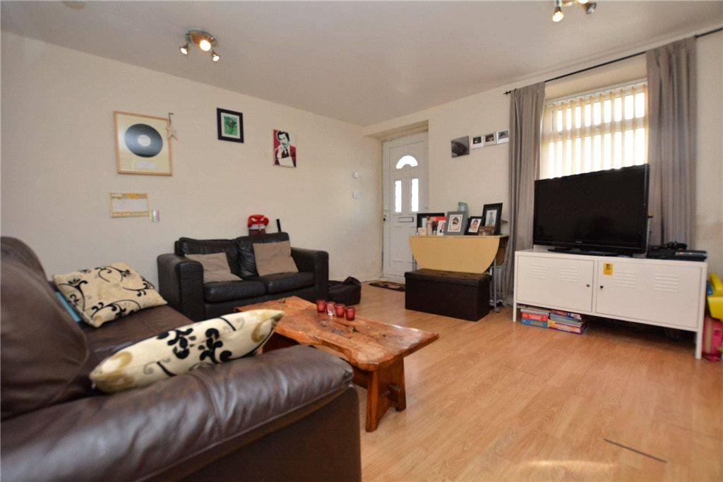 2 Bedrooms Terraced House for sale in School Street, Pudsey, West Yorkshire