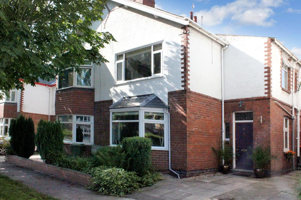 3 Bedrooms Semi Detached House for sale in 30 Chestnut Avenue York YO31 1BR