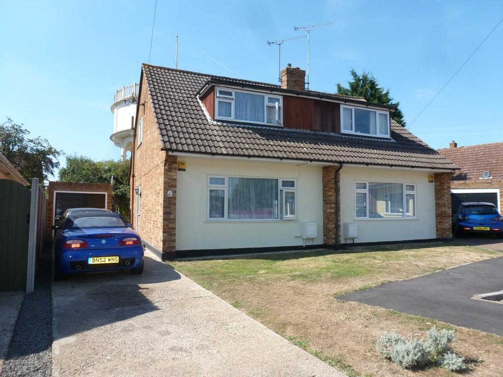 3 Bedrooms Semi Detached House for sale in Highlands Drive, Maldon