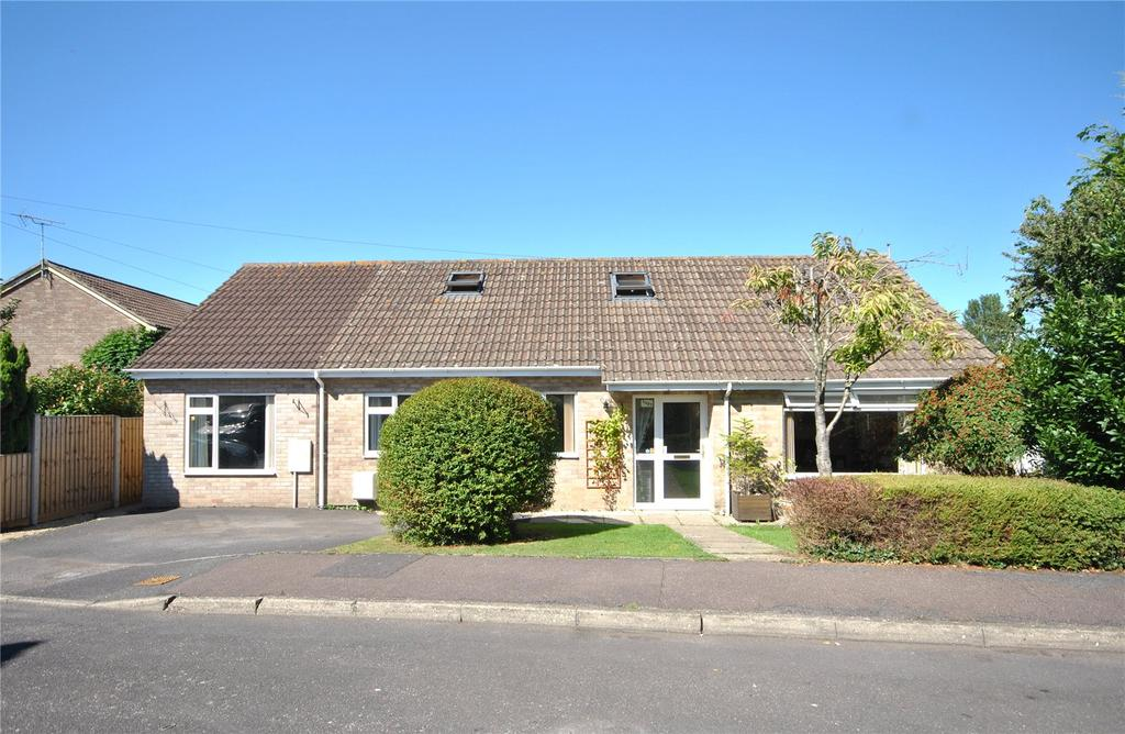4 Bedrooms Bungalow for sale in Cerdic Close, Chard, Somerset, TA20