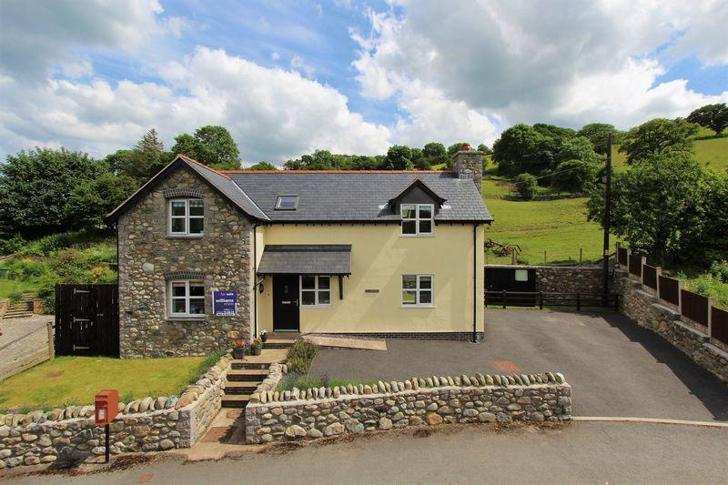 3 Bedrooms Detached House for sale in Pandy'r Capel, Ruthin