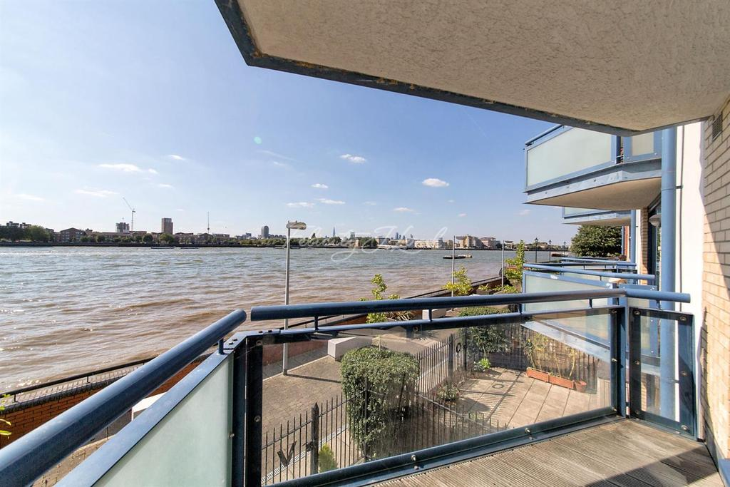 2 Bedrooms Flat for sale in Nova Building, Canary Wharf, E14