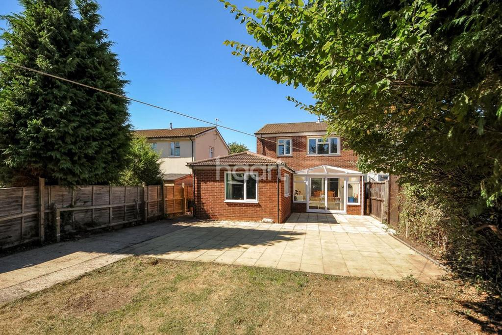 4 Bedrooms Semi Detached House for sale in Byron Square, Trumpington