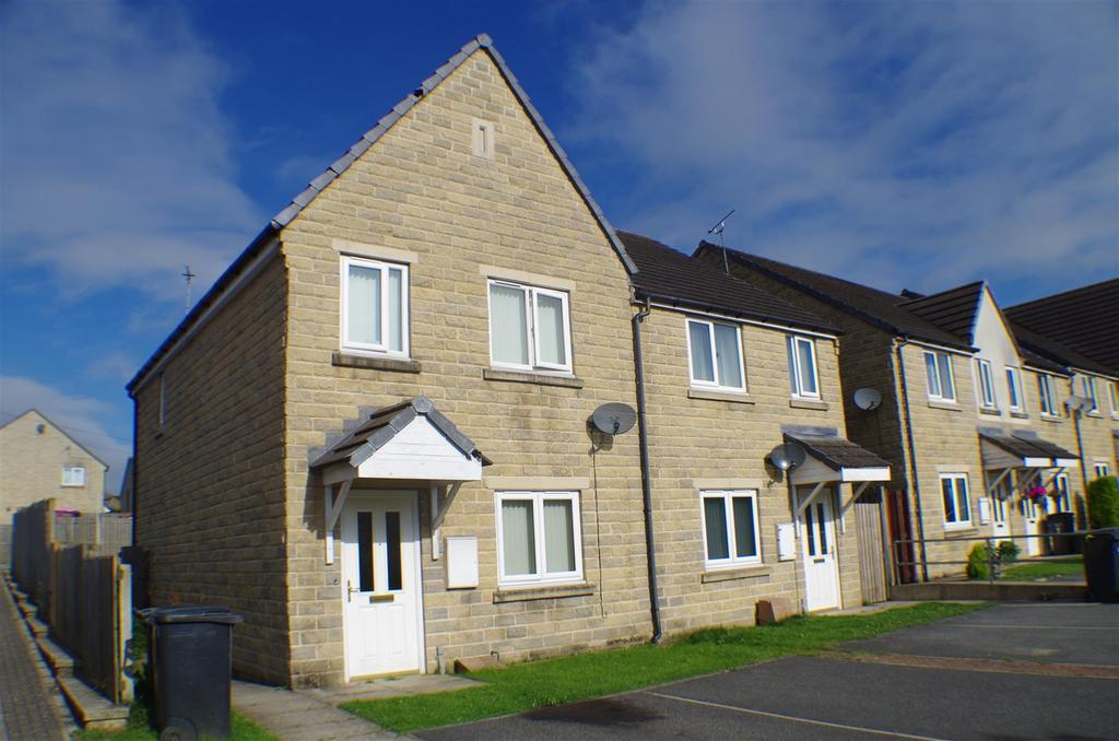 3 Bedrooms Semi Detached House for sale in Alpine Close, Halifax