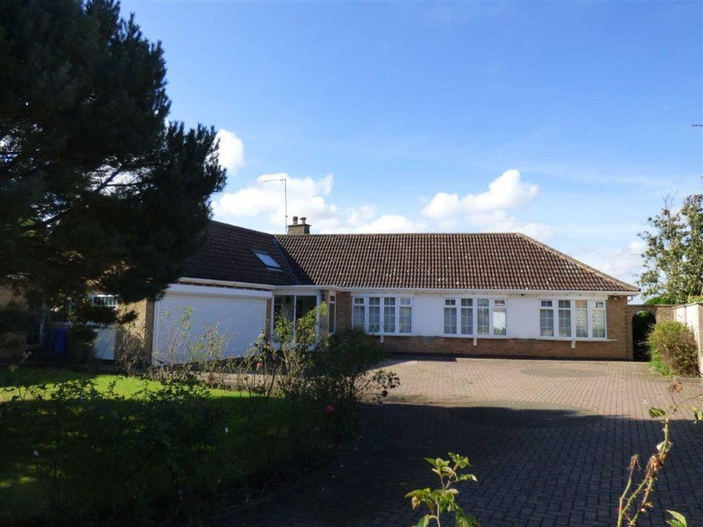 3 Bedrooms Detached Bungalow for sale in Catwick Lane, Long Riston, East Yorkshire, HU11