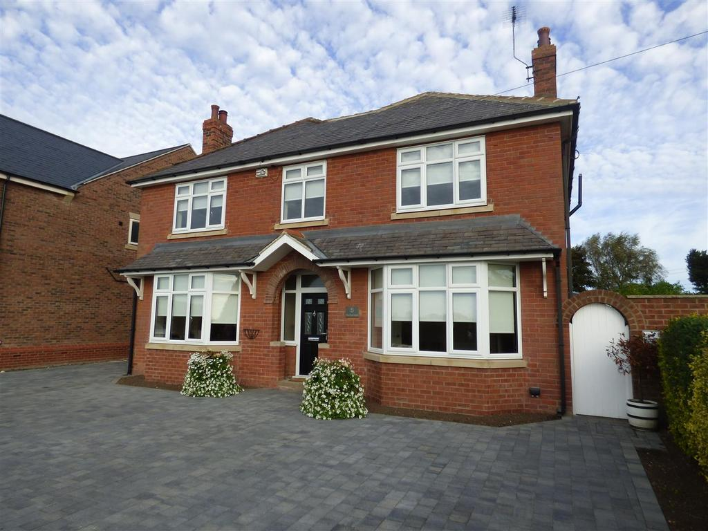 4 Bedrooms Detached House for sale in Beverley Road, Walkington, Beverley