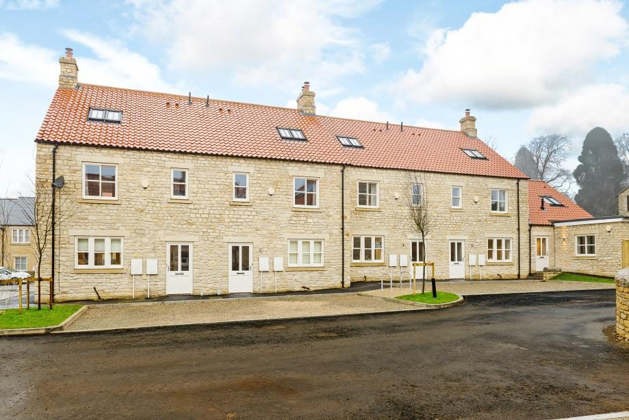 3 Bedrooms Stone House Character Property for sale in No 6-9, Black Swan Yard, Helmsley, North Yorkshire, YO62 5BJ
