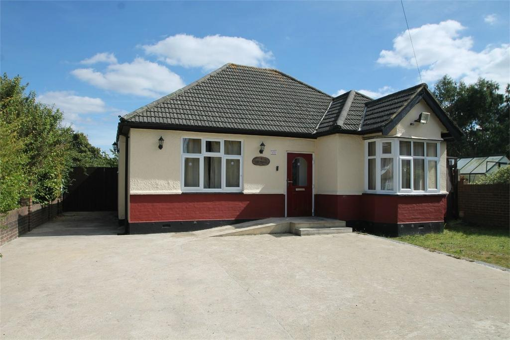3 Bedrooms Detached Bungalow for sale in The Glade, Shirley, Croydon, Surrey