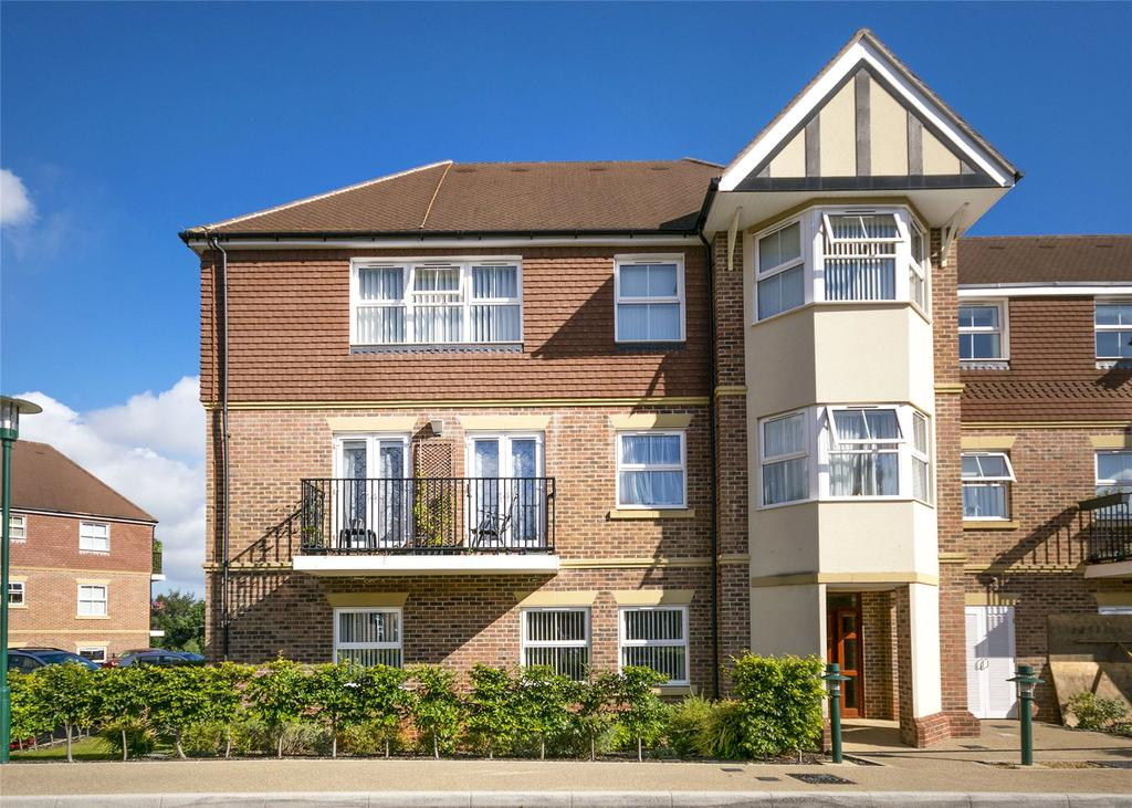 2 Bedrooms Retirement Property for sale in Flat 1, Frobisher House, Bramshott Place, Liphook, Hampshire, GU30