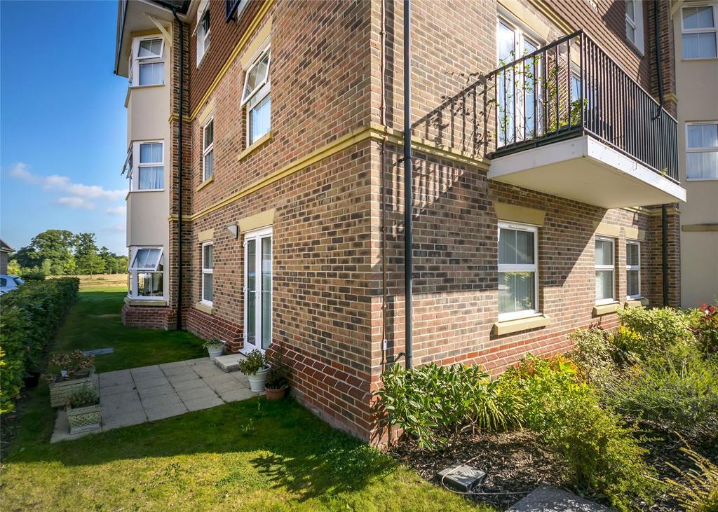 2 Bedrooms Retirement Property for sale in Bramshott Place, Liphook, GU30