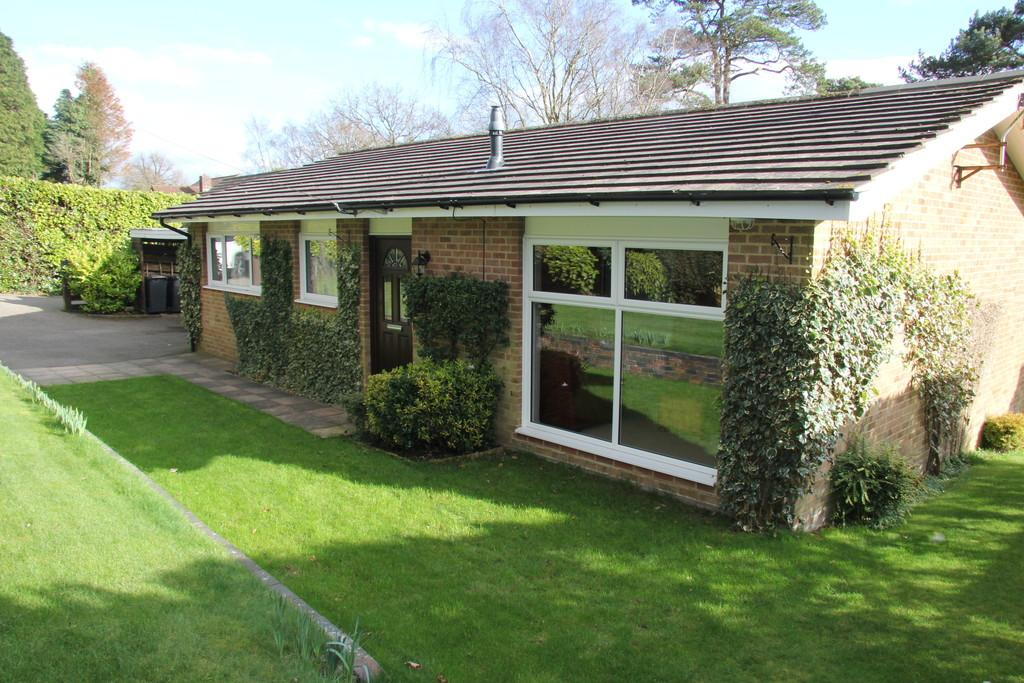 3 Bedrooms Detached Bungalow for sale in Firwood Rise, Heathfield