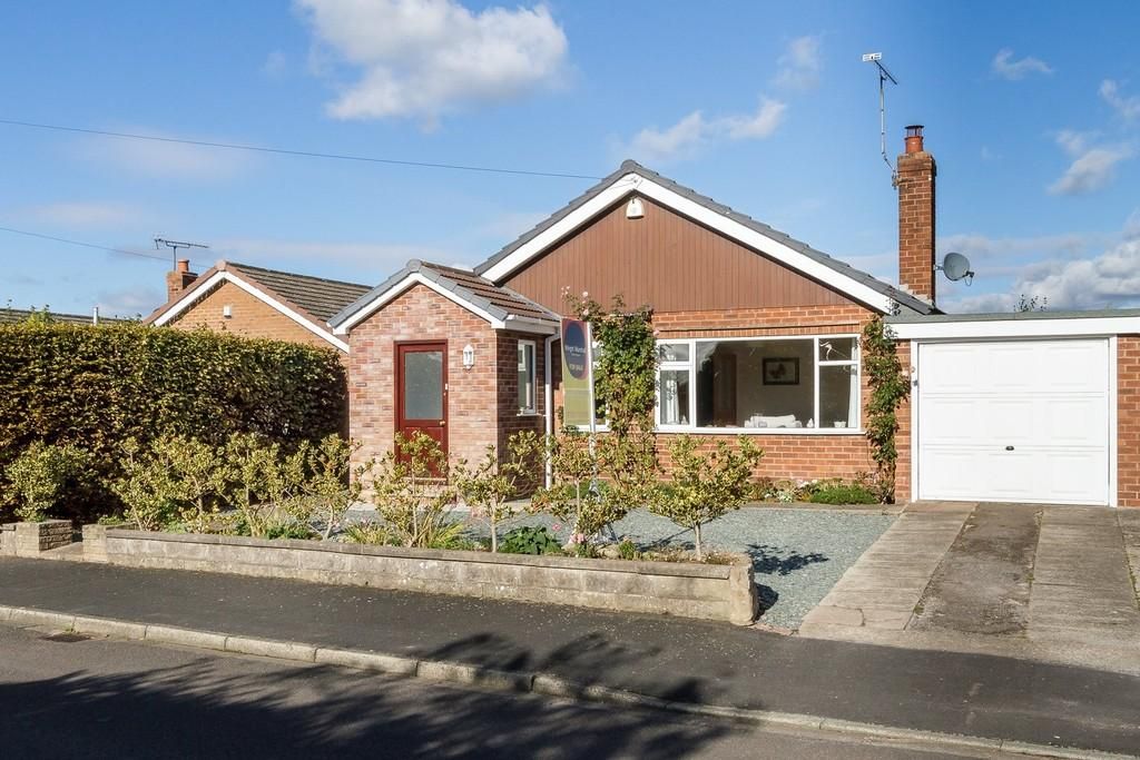 3 Bedrooms Detached Bungalow for sale in 36 Peel Crescent, Ashton, CH3 8DB