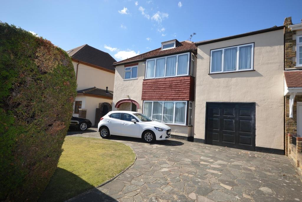 4 Bedrooms Detached House for sale in Wingletye Lane, Hornchurch, Essex, RM11
