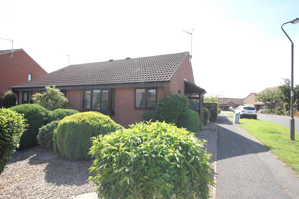 2 Bedrooms Semi Detached Bungalow for sale in Glastonbury Road, Alvaston, Derby