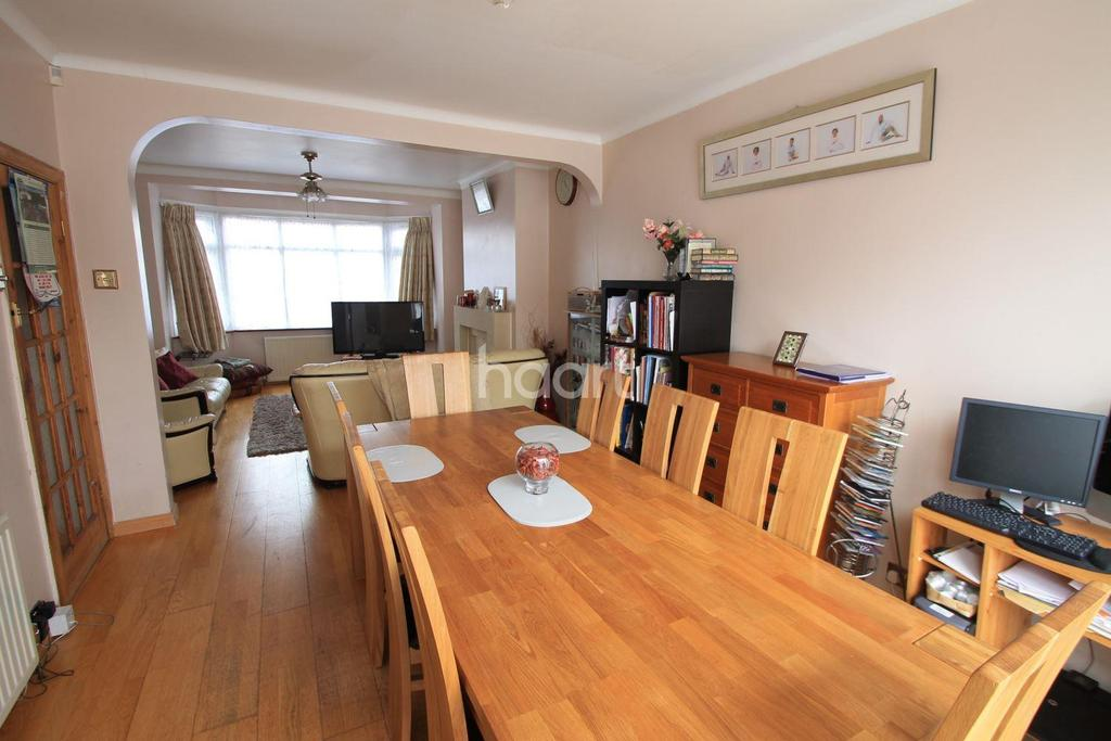 4 Bedrooms Terraced House for sale in Spearpoint Gardens, Aldborough Road North