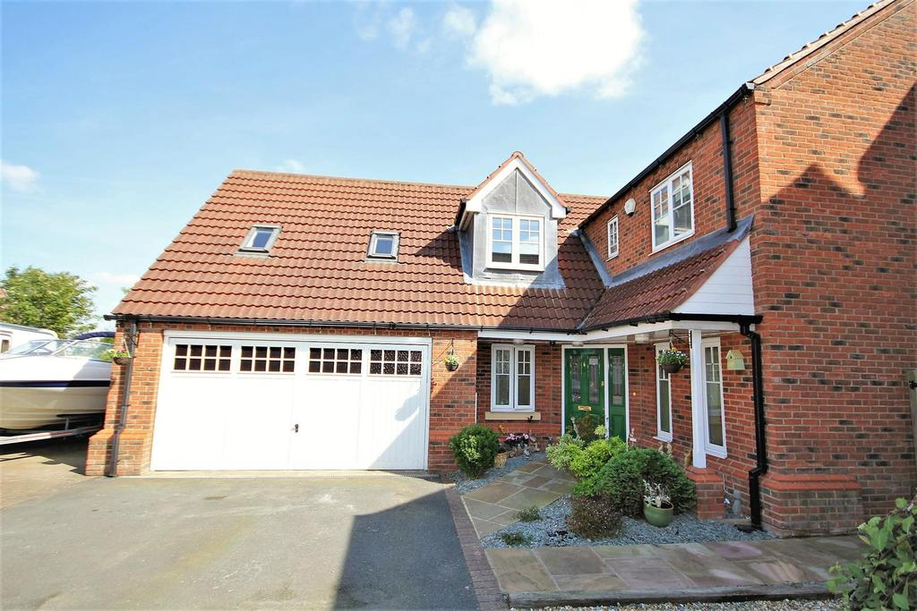 4 Bedrooms Detached House for sale in Thornbeck, Dunnington, York, YO19