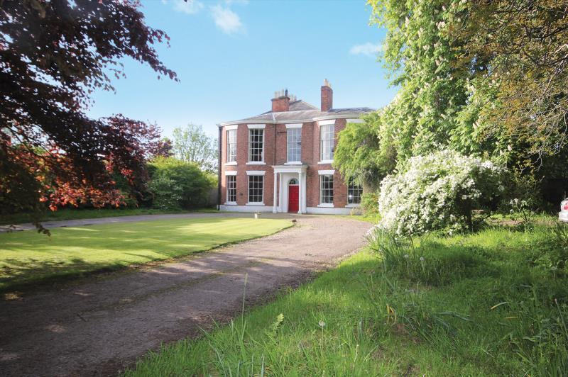7 Bedrooms Detached House for sale in Eaton Road, Handbridge, Chester, CH4