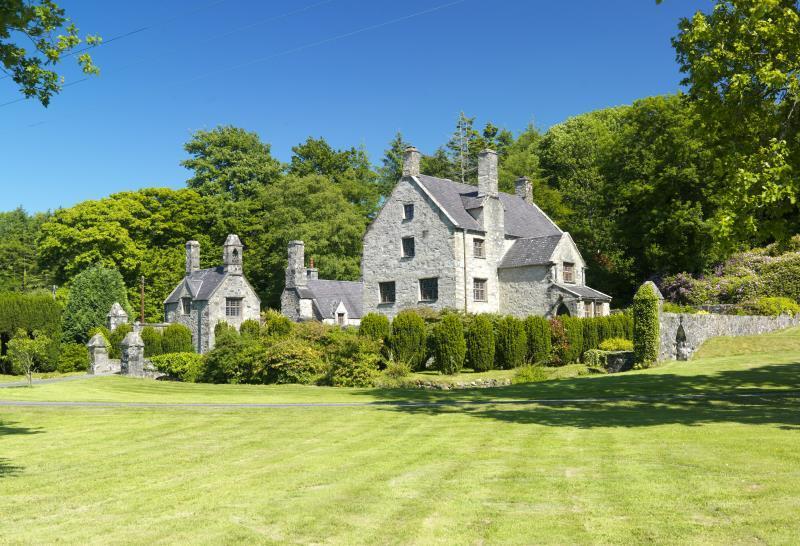4 Bedrooms Detached House for sale in Glynllifon, Caernarfon, Gwynedd, LL54