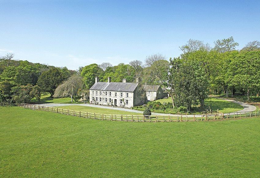 6 Bedrooms Detached House for sale in Llangristioulus, Bodorgan, Gwynedd, LL62