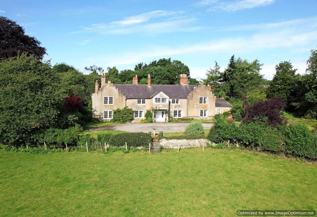 7 Bedrooms Detached House for sale in The Green, Denbigh, LL16