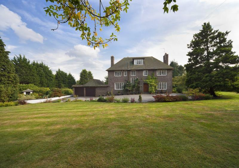 5 Bedrooms Detached House for sale in Caldy Road, Caldy, CH48