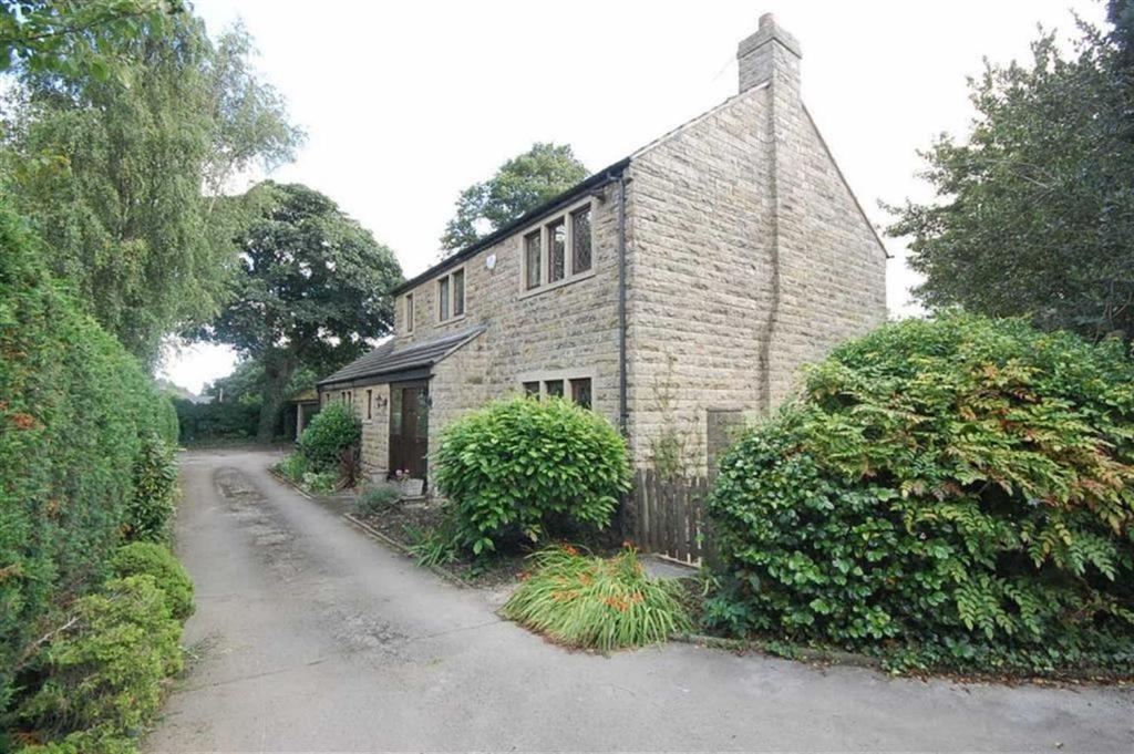 3 Bedrooms Detached House for sale in Crowlees Road, Mirfield, WF14