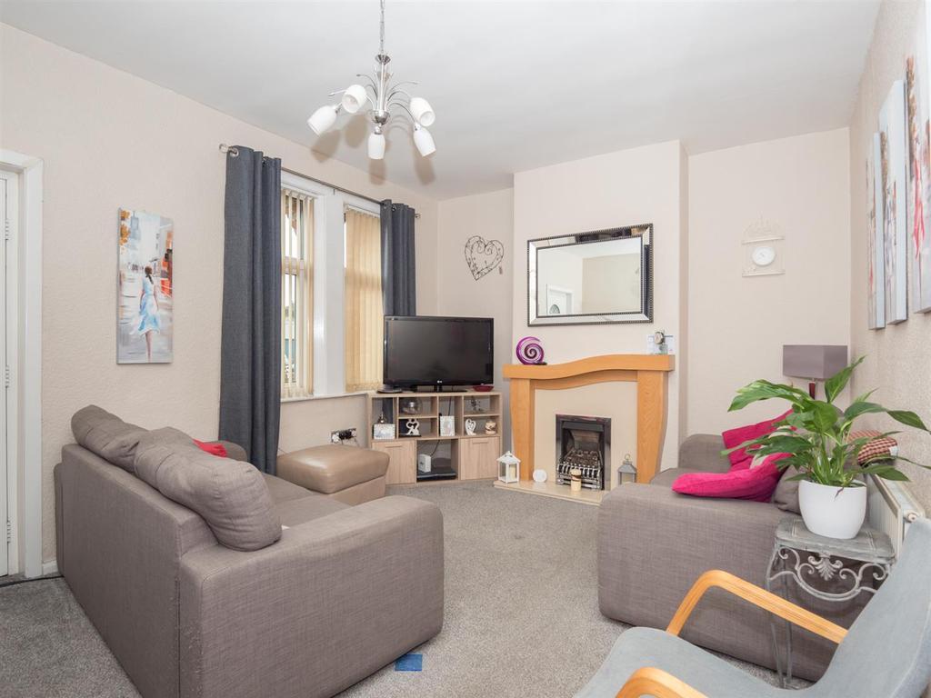 3 Bedrooms Terraced House for sale in Midland Terrace, Bradford, BD2 1AP