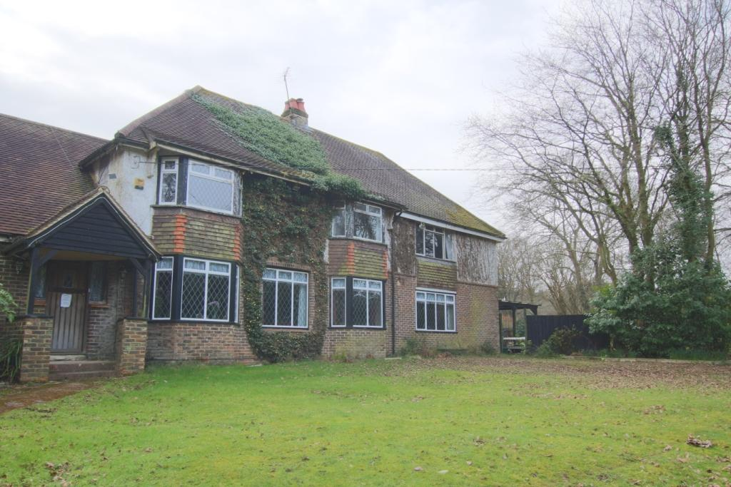 5 Bedrooms Detached House for sale in Hempstead Lane, Hailsham BN27