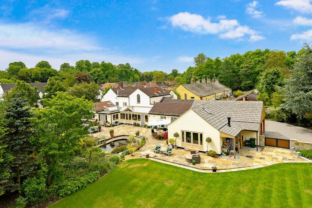 5 Bedrooms Detached House for sale in Poole Lane, Poole, Burton Salmon, North Yorkshire