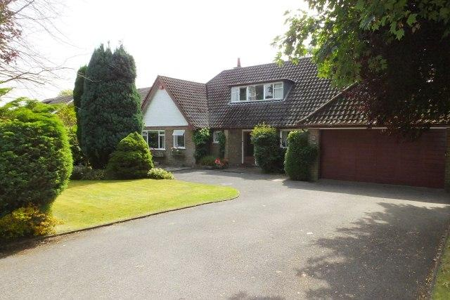 4 Bedrooms Detached Bungalow for sale in Highbury Road,Streetly/Four Oaks,