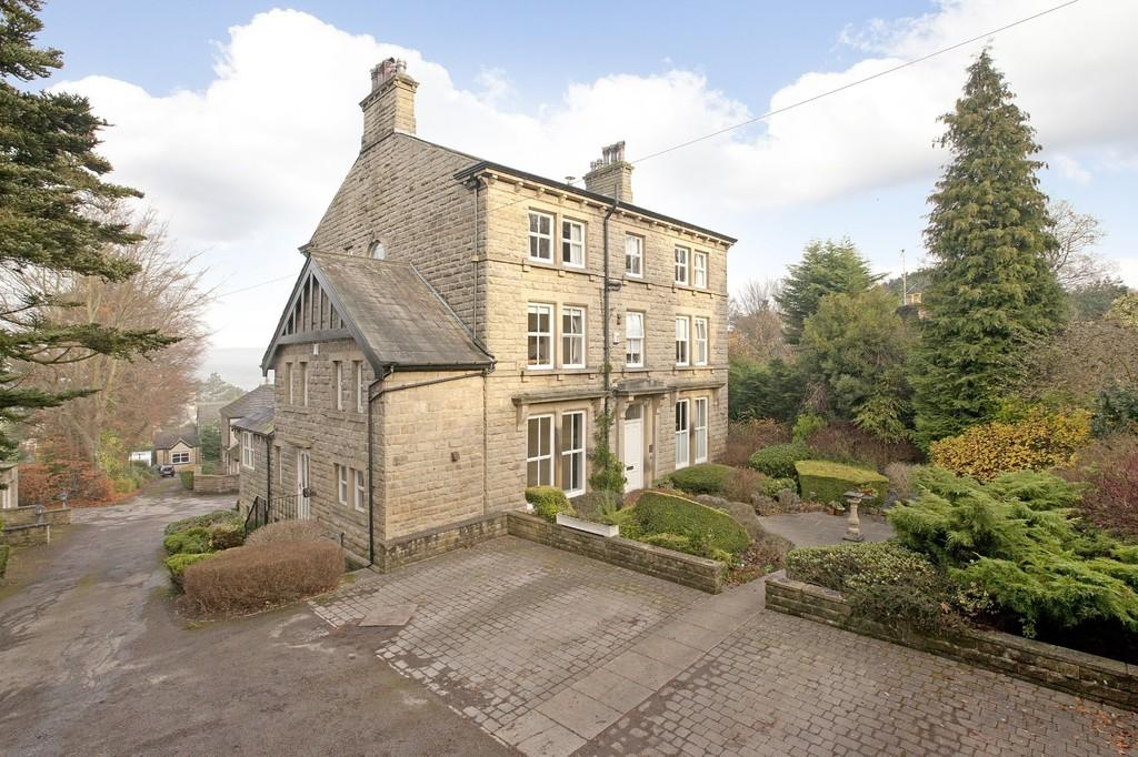 2 Bedrooms Ground Flat for sale in Greystones, Ben Rhydding Road, Ilkley