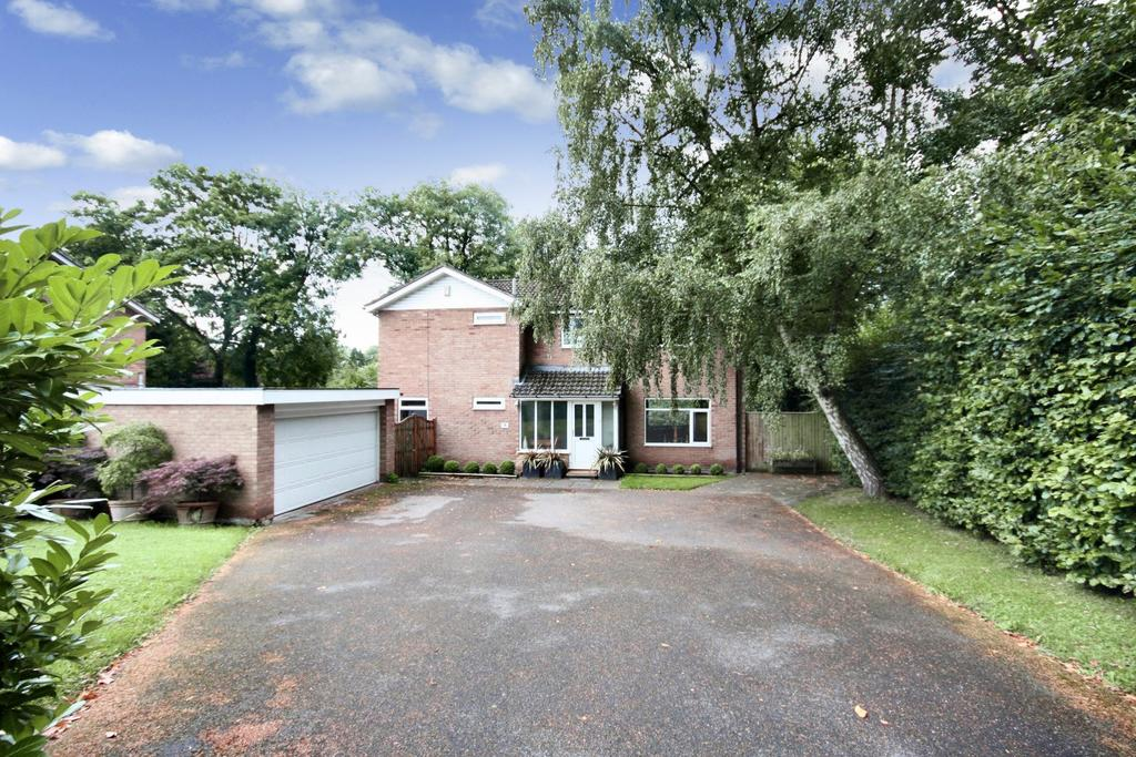 4 Bedrooms Detached House for sale in Old Hall Crescent, Handforth