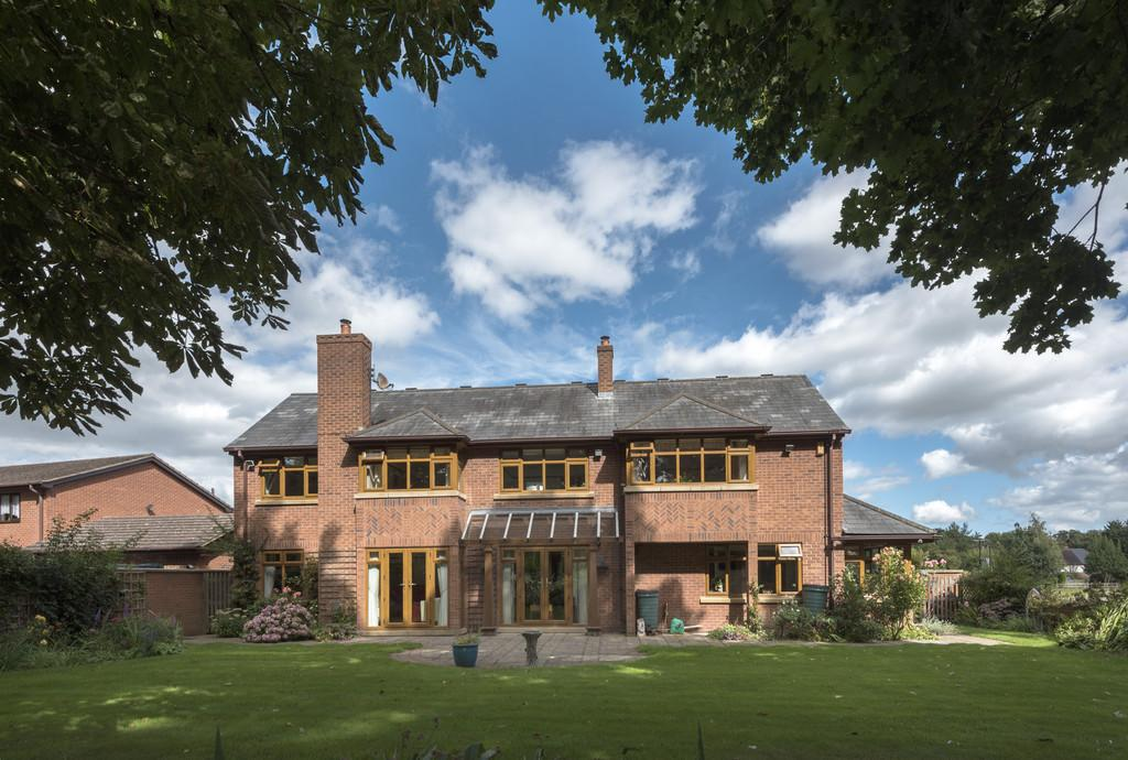 6 Bedrooms Detached House for sale in Stonewalls, Burton