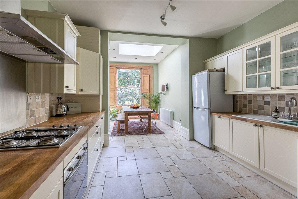 2 Bedrooms Flat for sale in Arundel Square, Barnsbury, London, N7