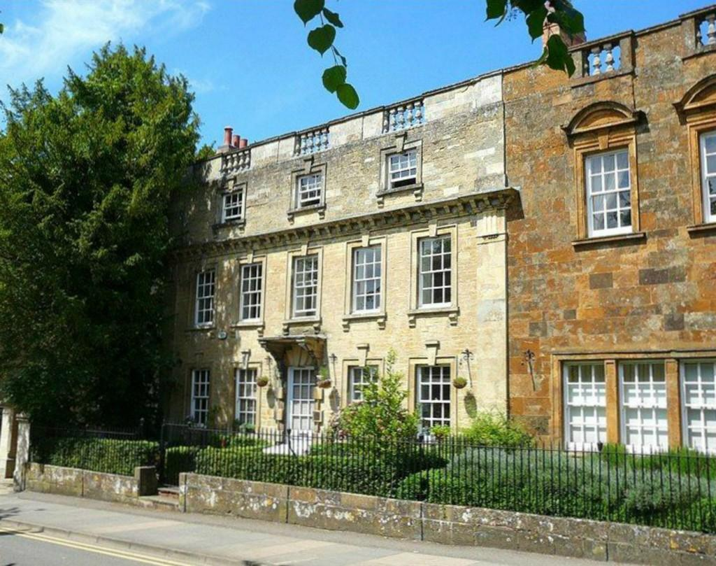 3 Bedrooms Apartment Flat for sale in Brackley Lodge Mews, Brackley