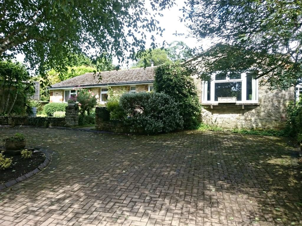 4 Bedrooms Detached Bungalow for sale in Brackley Road, Greatworth