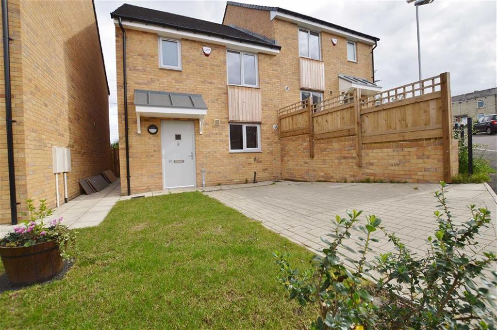 3 Bedrooms Semi Detached House for sale in The Lonnen, Ryton