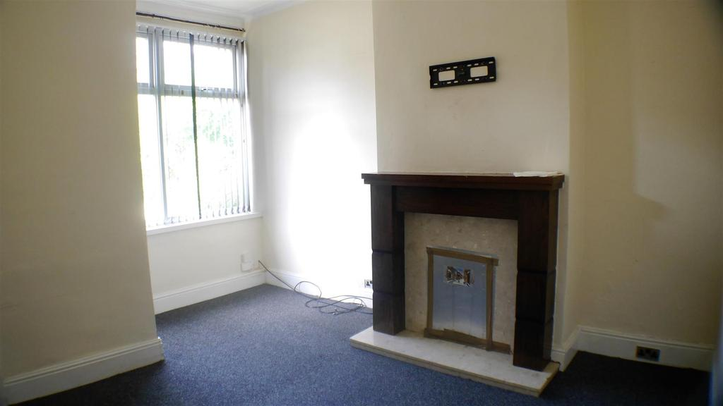 4 Bedrooms Terraced House for sale in Hopbine Avenue, West Bowling, Bradford, BD5 8ER