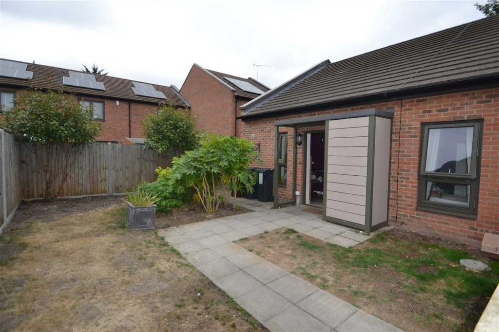 2 Bedrooms Terraced Bungalow for sale in Morel Mews, Dagenham