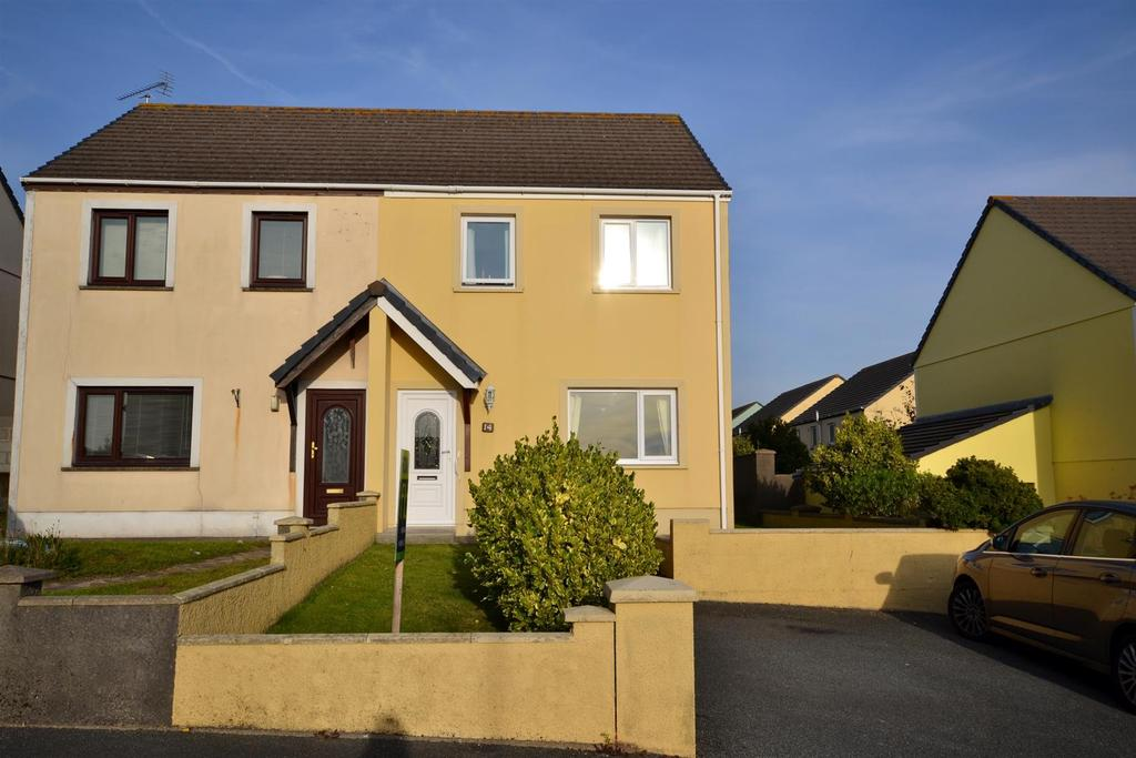 2 Bedrooms Semi Detached House for sale in Finch Close, Pembroke Dock