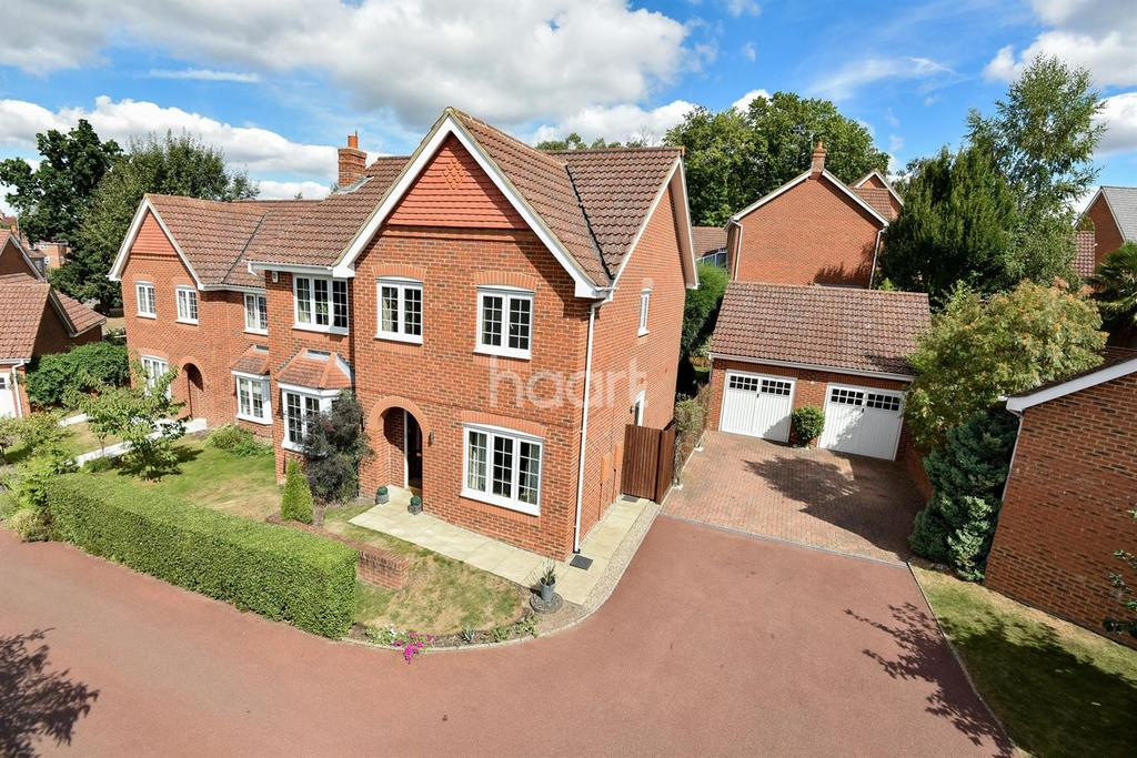 4 Bedrooms Detached House for sale in Elvetham Heath, Fleet, Hampshire GU51