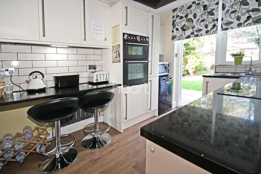 3 Bedrooms Semi Detached House for sale in Firs Estate, south Woodford, E18