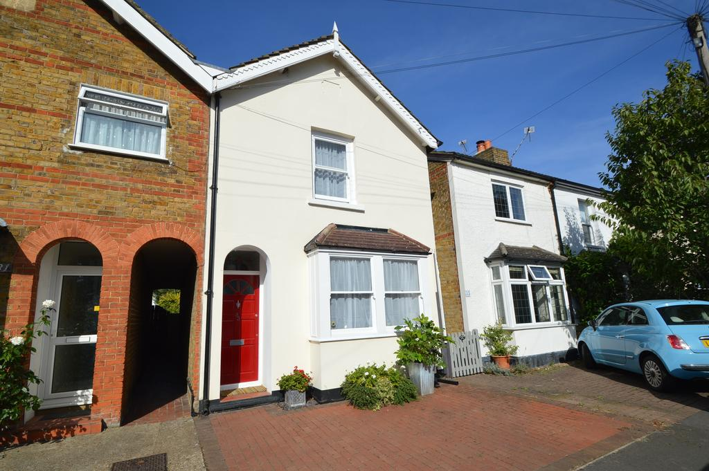 2 Bedrooms Semi Detached House for sale in Albany Road, HERSHAM KT12