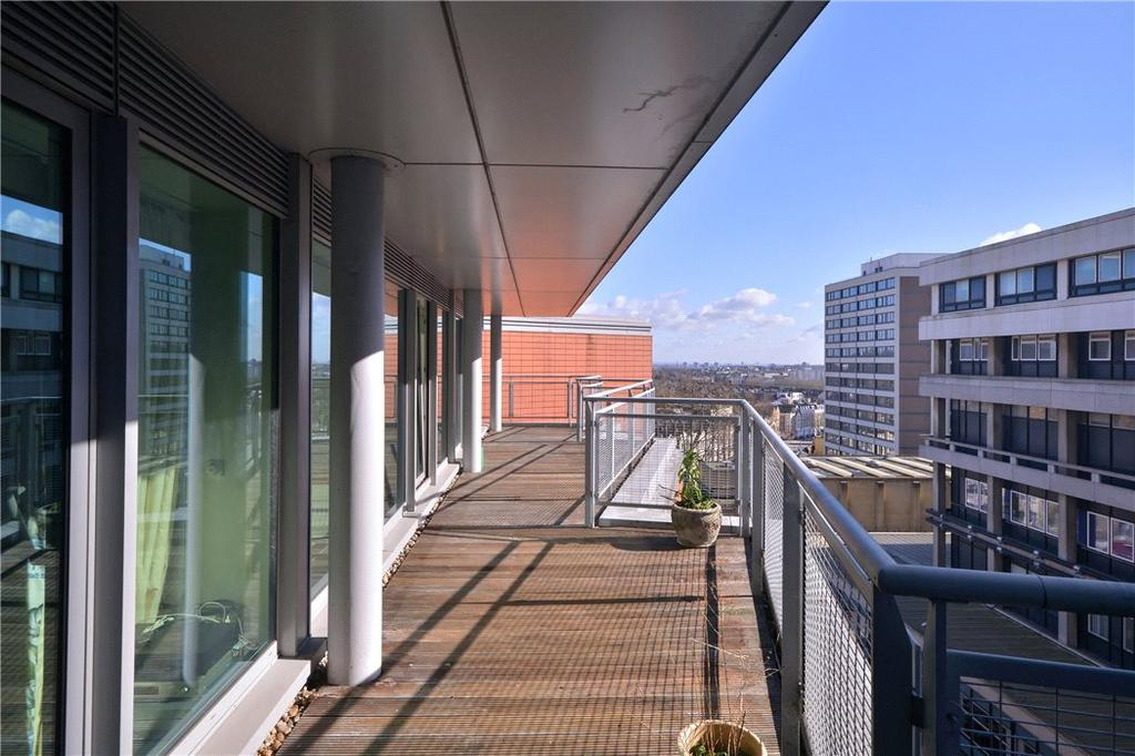 3 Bedrooms Flat for sale in The Panoramic, 12 Pond Street, Hampstead, London, NW3