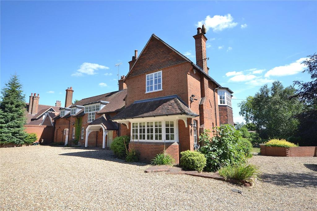 5 Bedrooms Detached House for sale in Hall Lane, Ingatestone, Essex