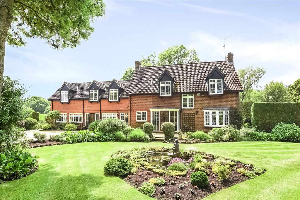 5 Bedrooms Detached House for sale in Church End, Milton Bryan, Bedfordshire, MK17