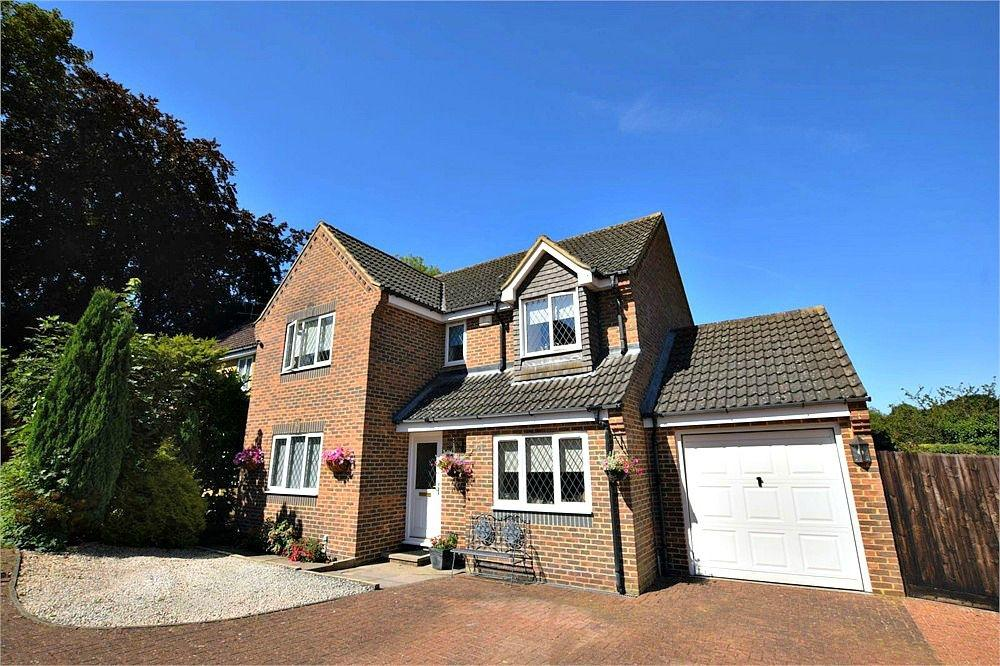4 Bedrooms Detached House for sale in Nightingale Close, ABBOTS LANGLEY, Hertfordshire