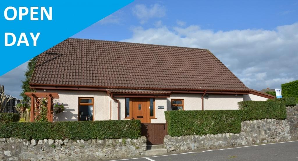 4 Bedrooms Detached Villa House for sale in West Lodge Milliken Road, Kilbarchan, PA10 2AQ