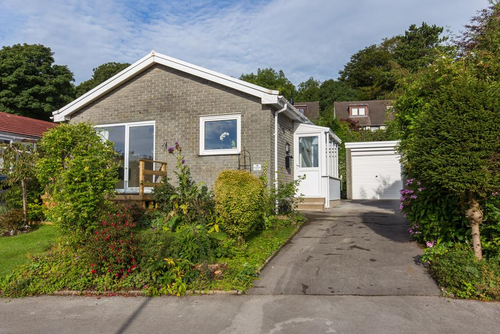 3 Bedrooms Detached Bungalow for sale in 18 Charney Court, Grange-Over-Sands, Cumbria, LA11 6DL