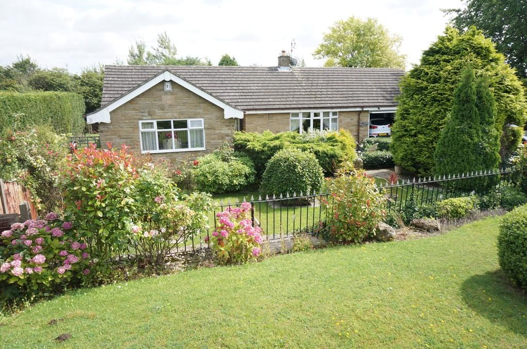 3 Bedrooms Detached Bungalow for sale in Main Street North, Aberford, LS25